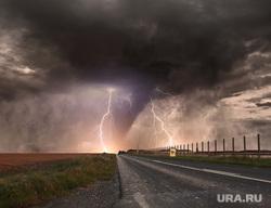 Клипарт depositphotos.com, молния, торнадо, ураган, природные катаклизмы, стихийные бедствия, штормовой ветер, дорога