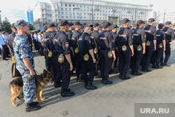 Гарнизонный развод сил и средств полиции, задействованных в очередном оперативно-профилактическом мероприятии «Ночь». Челябинск, развод, строй, полиция