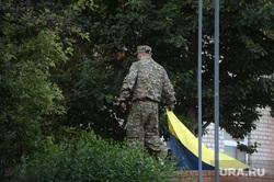 Захваченная военная часть. Луганск. Украина, украина, снятие флага
