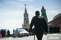Первомайская демонстрация профсоюзов на Красной площади. Москва, машина дпс, дубинка, полиция, красная площадь, оцепление