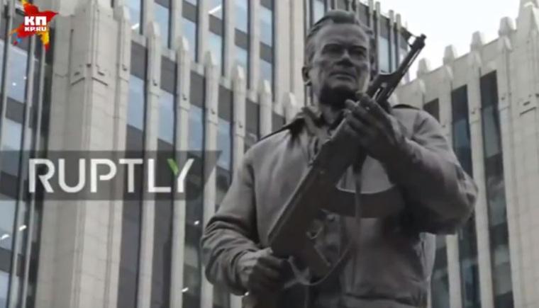 Автор монумента Калашникову отреагировал накритику состороны Макаревича