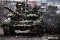 Первая официальная репетиция парада на улице Новосибирская 2-ая. Екатеринбург, снегопад, военные учения, т-72