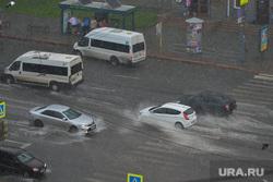 Ливень в Челябинске, погода, дождь, авто, дорога, остановка общественного транспорта, ливень, климат
