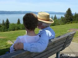 Открытая лицензия от 09.09.2016. Пенсионеры, шляпа, пенсионеры на скамейке, виды