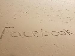 Открытая лицензия от 10.08.2016. Паралимпиада, социальные сети, душ, вода, социальные сети, Facebook, Фейсбук, надпись на песке