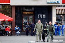 Эвакуация делового центра «Рубин» после анонимного звонка о заложенной бомбе. Екатеринбург, спецслужбы, кинологи, минирование, деловой центр рубин, улица малышева44