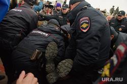 Разгон несанкционированной акции протеста сторонников Алексея Навального на Площади Труда. Екатеринбург, митинг, полиция, задержание, несанкционированная акция, разгон акции