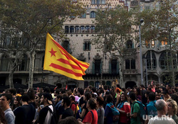 Митинги в Барселоне. Выход Каталонии из состава Испании., референдум, испания, флаг, шествие, забастовка, барселона, каталония, толпа
