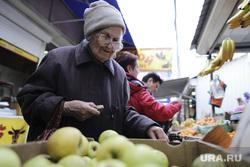 Севастополь и Симферополь.  2014 - 2016. Крым, пенсионерка, старушка, рынок, торговля, минимальный прожиточный уровень, продовольственная корзина