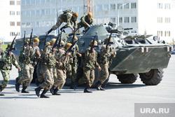День 90-й гвардейской танковой дивизии в Чебаркуле, боевые действия, армия, солдаты, война, показательные выступления