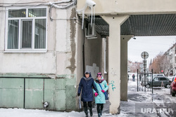 Город в снегу. Курган, сосульки, опасно для жизни