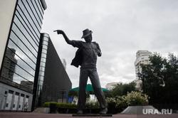 Скульптуры на улице Вайнера. Екатеринбург, улица вайнера, памятник майклу джексону