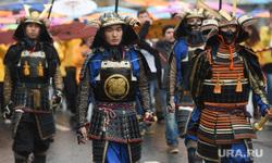 Парад-карнавал участников Всемирного фестиваля молодежи и студентов. Москва, япония, карнавал, самураи