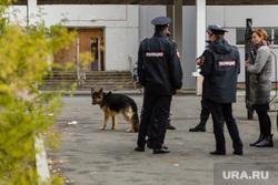 Эвакуация 18 школы после обнаружения предмета похожего на взрывное устройство. Сургут, кинологи, полиция, школа18