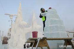 Строительство ледового городка. Екатеринбург, ледовый городок, новый год, развлечение, площадь 1905года, ледяные скульптуры