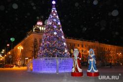 Новогодняя площадь. Курган, елка, новогодняя площадь, дед мороз и снегурочка