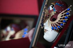 Встреча артистов Екатеринбургского театра оперы и балета в аэропорту. Екатеринбург, золотая маска