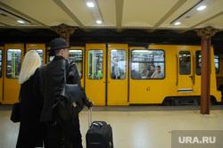 Виды Будапешта. Венгрия, перрон, подземка, пассажир, метро опера