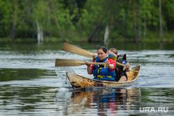 Гонки на обласах - гребных лодках-долблёнках, используемых коренным населением Сибири. Сургут, коренные народы, ханты, кмнс, облас, гребцы