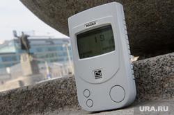 Замер радиационного фона на улицах Екатеринбурга, микрорентгены, замер радиации, дозиметр, площадь 1905 года
