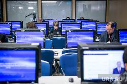 12 ежегодная итоговая пресс-конференция Путина В.В. Москва, пресс-центр, компьютеры, мониторы