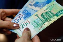 Презентация новых денежных банкнот номиналом 200 и 2000 рублей. Екатеринбург, новые деньги, банкноты, рубли, 200 рублей, 2000 рублей