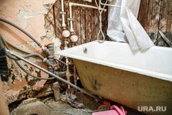 Обрушение подъезда на Эльмаше. Энтузиастов 22. Екатеринбург, ванная, ванна, разруха, ветхое жилье