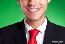Морг, увольнение, безработица, эмоции, улыбка, радость, дресс-код, работник, офисные работники, красный галстук, сотрудник