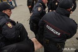 Разгон несанкционированной акции протеста сторонников Алексея Навального на Площади Труда. Екатеринбург, полиция, правоохранительные органы, задержание