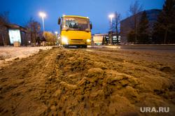Гололед. Екатеринбург, грязный снег, уборка улиц, сугроб на дороге