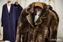 Поступившая в продажу зимняя одежда из новых коллекций екатеринбургских дизайнеров. Екатеринбург, шуба