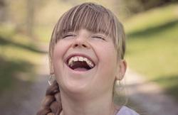 Открытая лицензия на 28.07.2015. Эмоции.Люди., веселье, радость, смех, счастье, детство