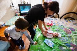 Беженцы на базе отдыха Энергетик. Коптяки, ребенок, младенец, мама, материнство, дети