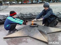 Беспризорники. Бомжи. Челябинск., вечный огонь, холод, беспризорник, осень, зима
