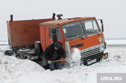 ДТП на трассе зимой. Челябинск, снег, камаз, трасса, дтп, авария, зима, кювет, зимняя дорога, гололед