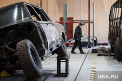Цех реставрации ретро автомобилей на предприятии