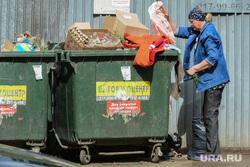 Формирование городской среды в 2017 году. Ремонт дворов. Челябинск, пенсионер, мусорные контейнеры, мусорные баки, нищета, мусорка, помойка
