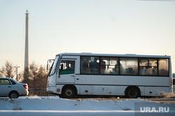 Общественный транспорт Екатеринбурга, зима, недостроенная телевышка, маршрутка