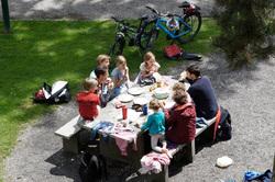 Открытая лицензия от 09.09.2016. семья, многодетная семья, семейный обед, дети