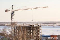 Ледовый городок. Ханты-Мансийск., подъемный кран, кран, город ханты-мансийск, стройка