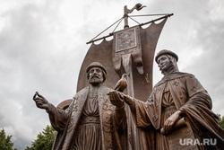 Памятник Петру и Февронии в сквере перед Храмом-на-Крови. Екатеринбург, памятник петру и февронии