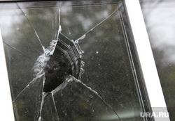Разбитое окно в обкоме КПРФ Курган, стекло, разбитое стекло, разбитое окно