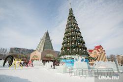 Адресники. Ханты-Мансийск, город ханты-мансийск, новогодняя елка, гостинный двор, новогодняя площадь, новый год