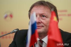 XI Пленарное заседание российско-китайского комитета дружбы, мира и развития. Москва, титов борис, флаги россии и китая