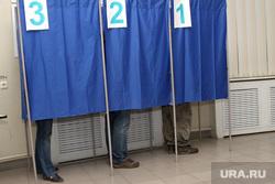 Подсчет голосов Курган, кабинка для голосования, ноги, выборы 2016