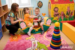 Открытие детского сада Курган, детский сад, игровая комната, дошколята, воспитатель, игра, пирамидка, дети