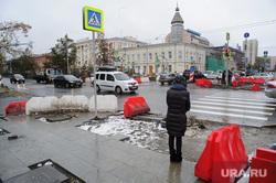 Благоустройство улиц Екатеринбурга после первого снега, дорожные работы, перекресток, проспект ленина