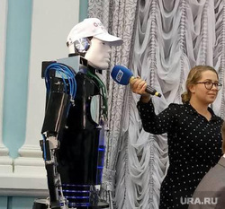 Робот на пресс-конференции Бориса Дубровского
