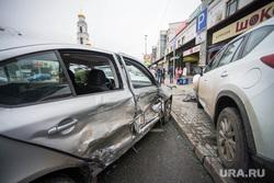ДТП у Мытного двора, снесли паркомат. Екатеринбург, дтп, авария, разбитая машина