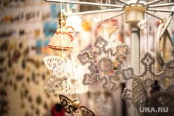 Рождественская ярмарка. Екатеринбург, рождество, сувенирная продукция, снежинка, украшения